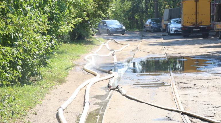 В МЧС назвали предварительную причину взрыва в Калининском районе Петербурга. По данным ведомства, взорвалась емкость с пропаном.