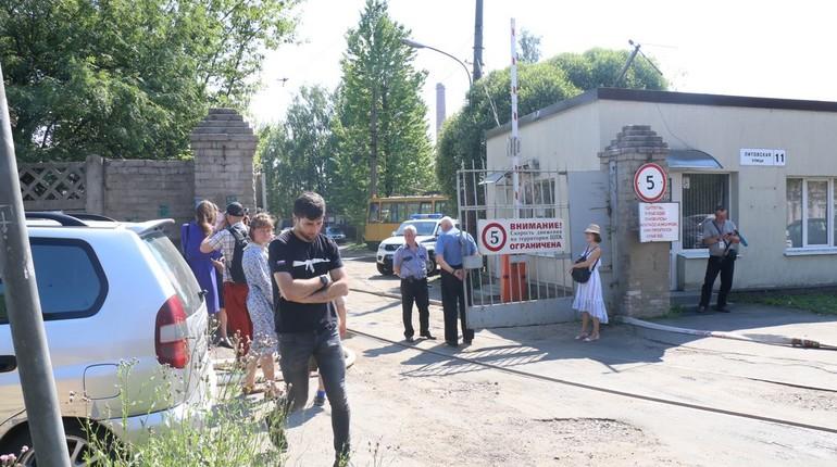 В результате взрыва пропана на территории бывшего трамвайного парка на Литовской, 11 погибли два человека. Об этом сообщила вице-губернатор Петербурга Анна Митянина в своем Twitter.