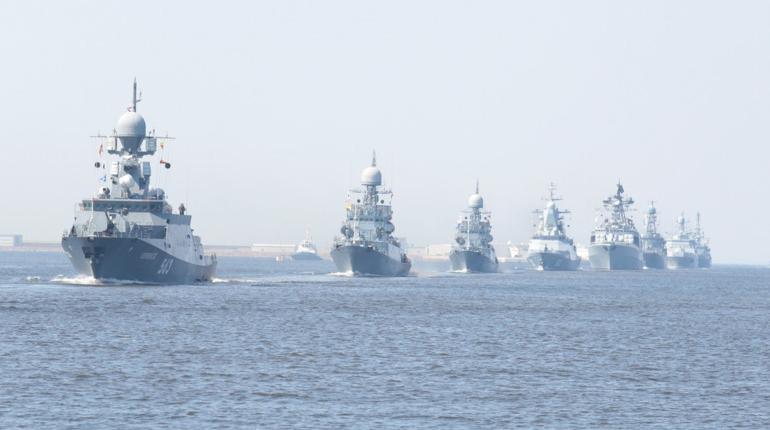 Сегодня в Кронштадте состоялась репетиция парада ко дню Военно-Морского Флота Российской Федерации. Вчера в Северной столице прошла