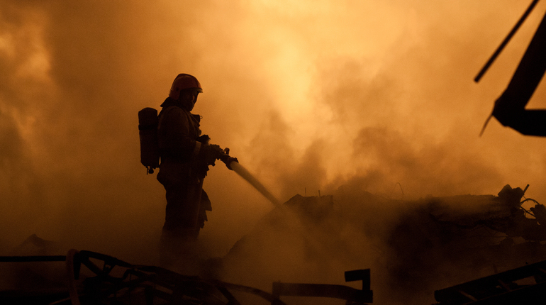 Сегодня днем произошло возгорание в Невском районе Северной столицы. Выяснилось, что пожар начался в цельнометаллическом гараже на улице Кржижановского.