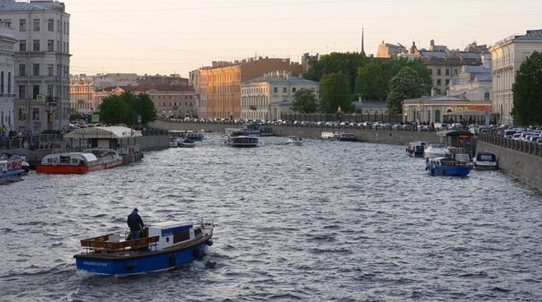 Парад ВМФ закрывает движение по рекам и каналам Петербурга