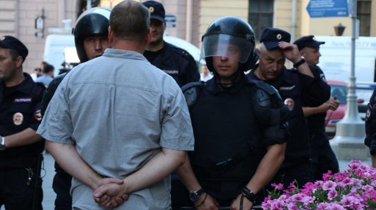 На шествии против пенсионной реформы начались задержания
