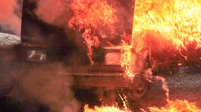 В Центральном районе потушили пылающий Chevrolet