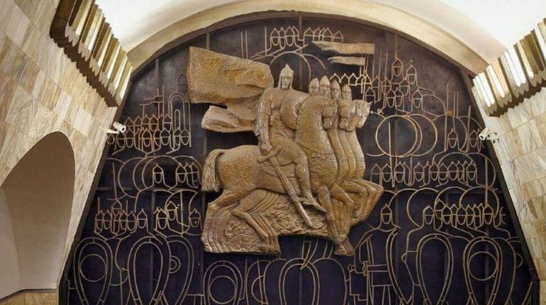 Раскрыта легенда композиции в переходе «Площади Александра Невского»