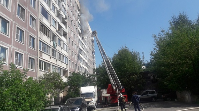 Очевидцы: на Авиаконструкторов в пожаре пострадали люди
