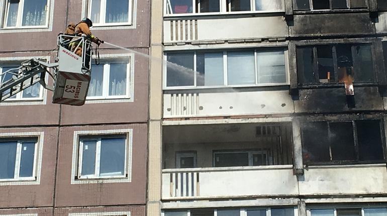 В горящей квартире на Авиаконструкторов искали ребенка