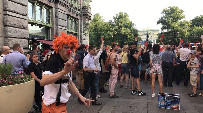 Петербургские протесты развеселили иностранных туристов