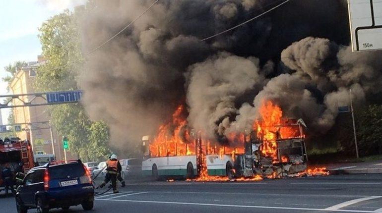 Ликинский завод выясняет, почему сгорел автобус на Обуховской Обороны