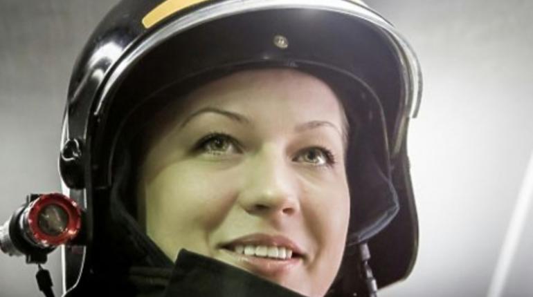 Певица Дакота «уволила» единственную женщину-пожарную в России
