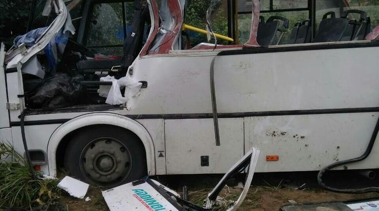 Очевидцы: «КамАЗ» влетел в маршрутку в Ленобласти, трое погибли