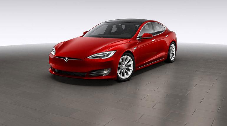 «Связной» получил более 200 предзаказов на Tesla