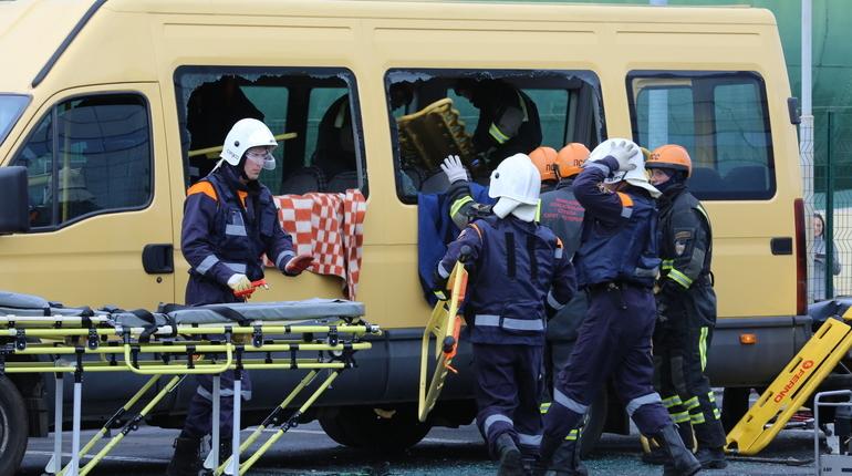 Спасатели МЧС устранили последствия аварии на Энгельса