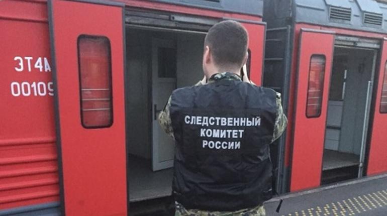В Петербурге на крыше электрички нашли труп подростка
