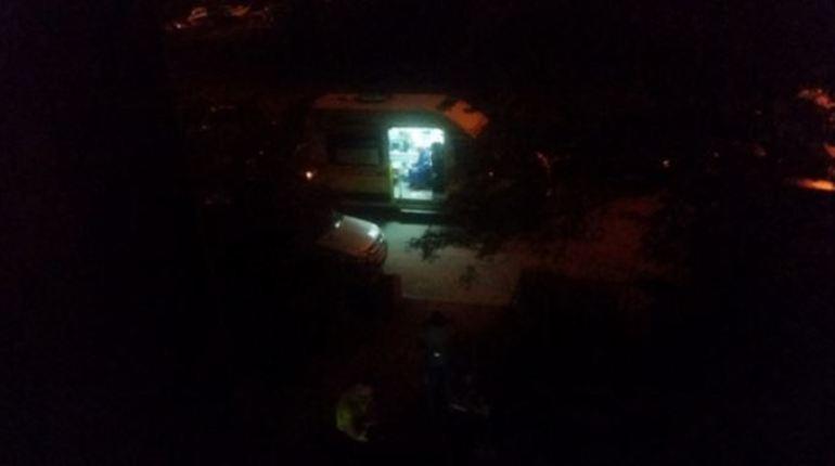 Очевидец: с 7 этажа дома на Демьяна Бедного выпал мужчина