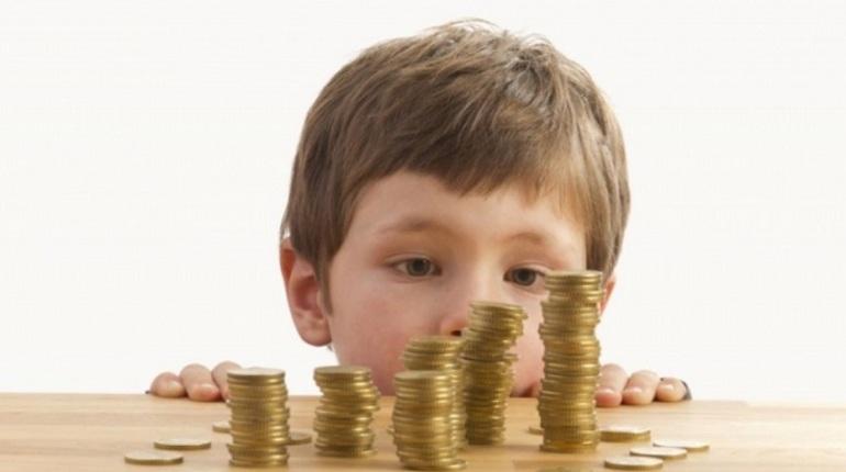 Петербурженку осудили за неуплату полмиллиона алиментов троим детям