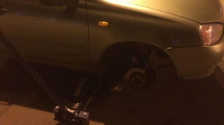 Ремонт на Нарвском оставил более 10 авто без колес