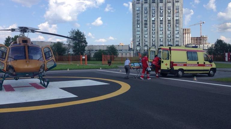 Санитарные вертолеты доставили двух пациентов в Петербург