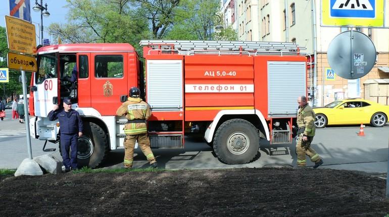 Иномарка сгорела дотла в Клочковом переулке