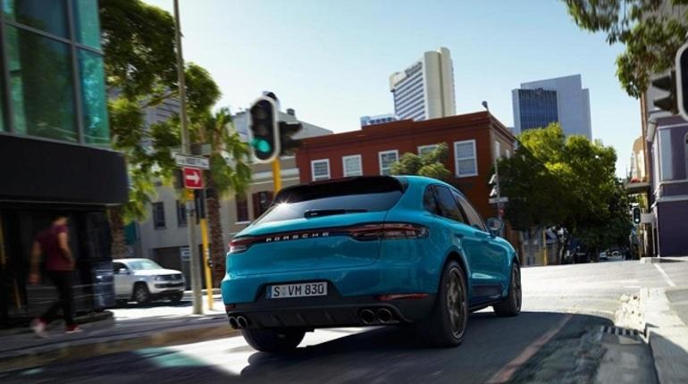 Компания Porsche рассекретила новую модель Macan