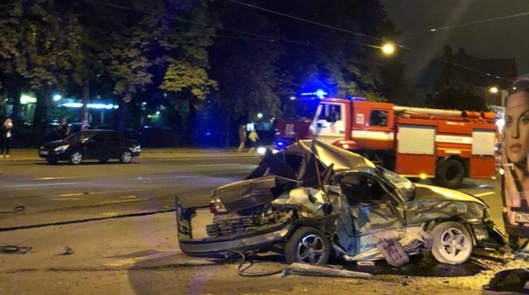 В Петербурге в массовом ДТП пострадал водитель Nexia