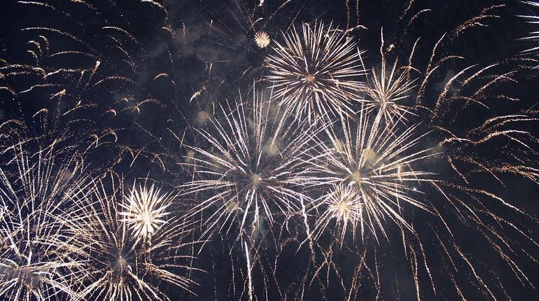 Празднование Дня ВМФ в Петербурге завершится салютами