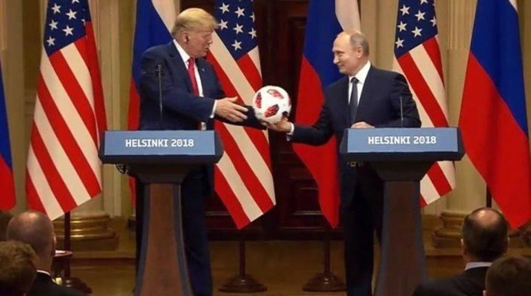 СМИ нашли чип в мяче, подаренном Путиным Трампу