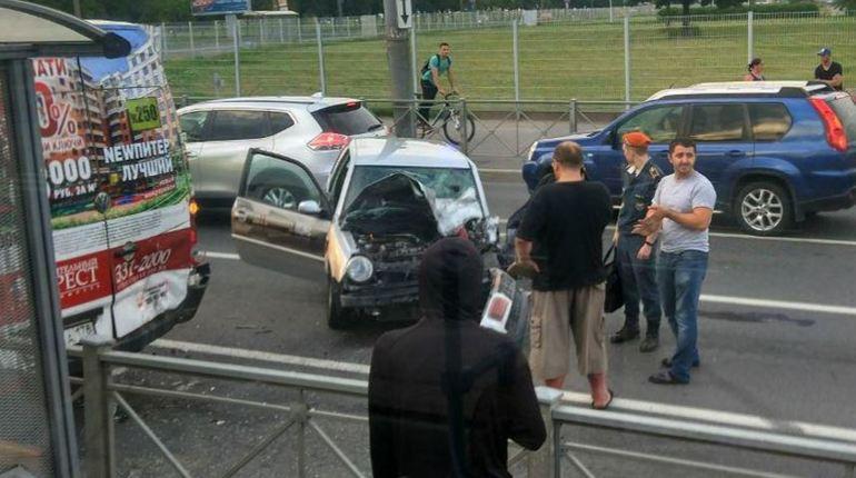 Очевидец: МЧС и «скорая» оказывают помощь пьяному водителю