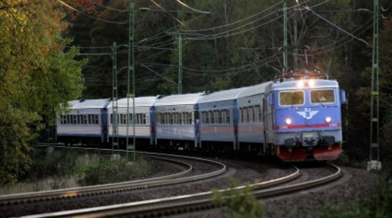 В День ВМФ в Ломоносов пустят 12 пар дополнительных поездов