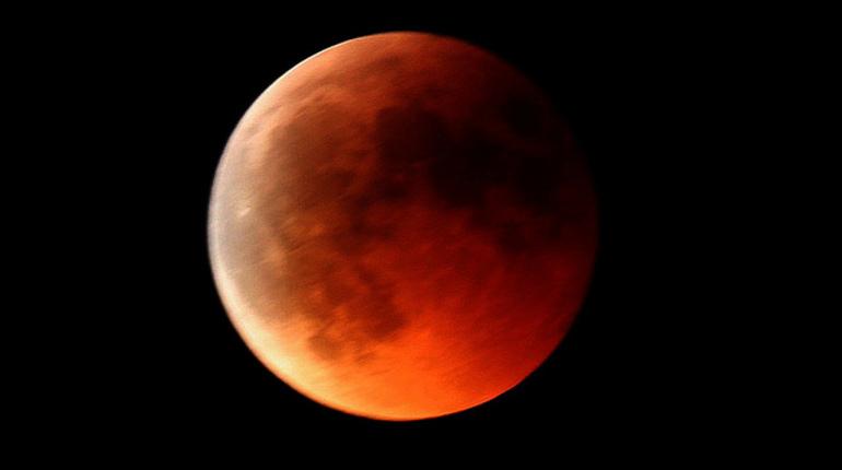 Началась полная фаза самого долгого лунного затмения 21 века