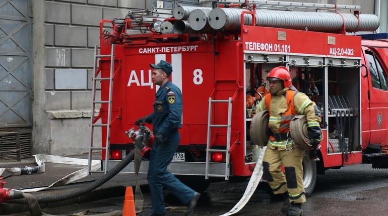 15 спасателей тушили «трешку» на Кавалергардской