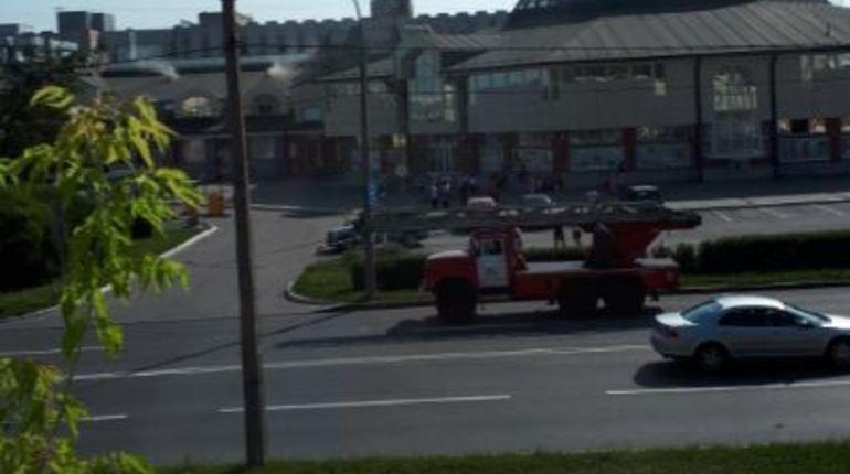 Очевидец: пожарные приехали к ТЦ «Путиловский»