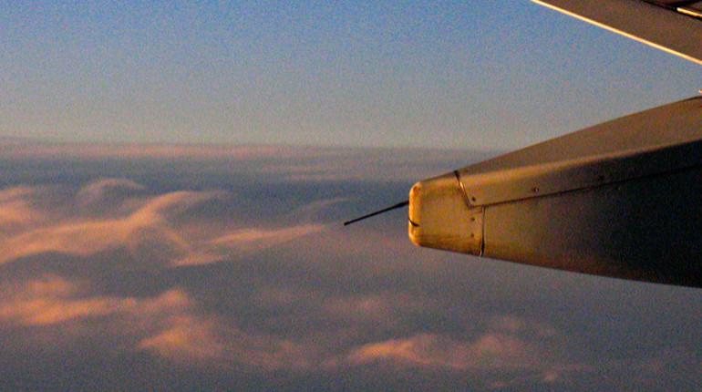 Самолет не долетел из Кишинева в Петербург из-за молнии