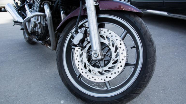 НА КАД разбился мотоциклист