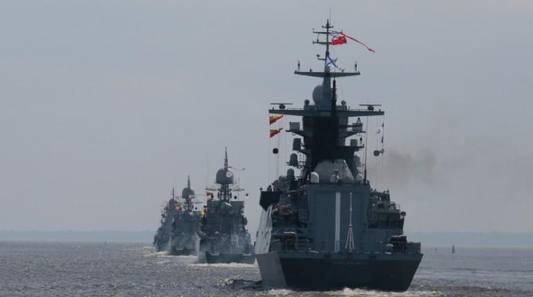 Центр Петербурга перекрыт из-за парада в День ВМФ