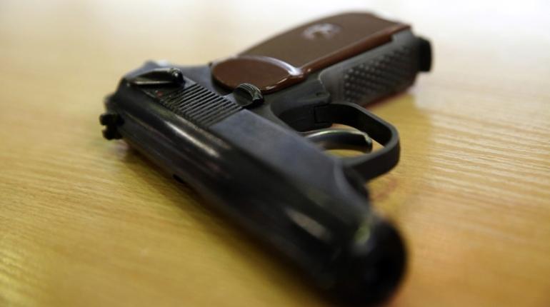 Петербуржец поймал на удочку пистолет уголовника