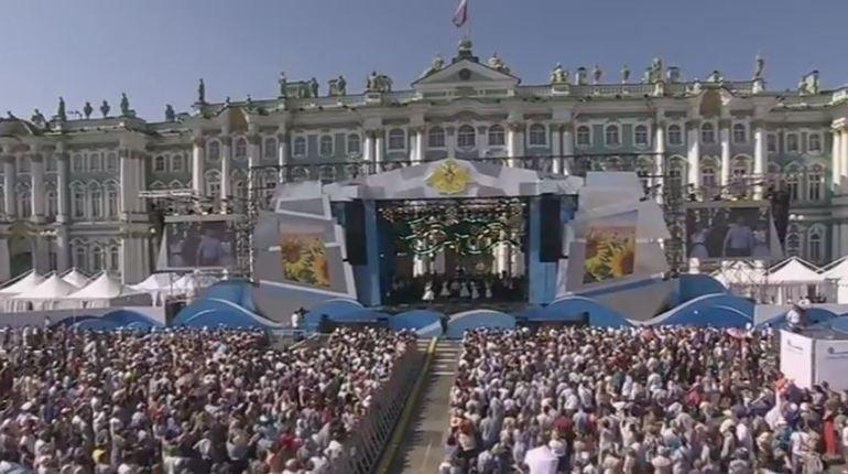Иностранные оркестры и солисты Мариинского театра выступают на Дворцовой