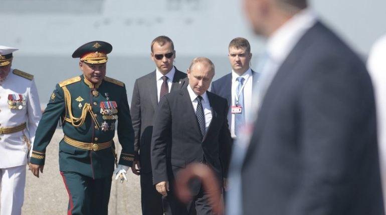 После парада Путин посетил новый корпус Нахимовского училища