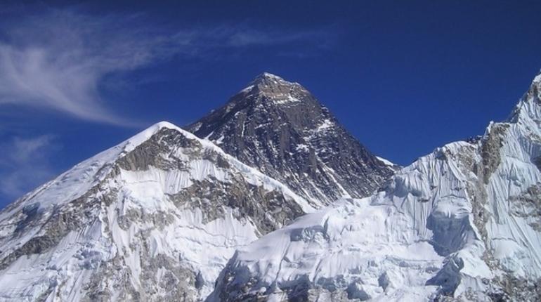 Спасатели снова не вызволили петербургского альпиниста на горе Латок-1