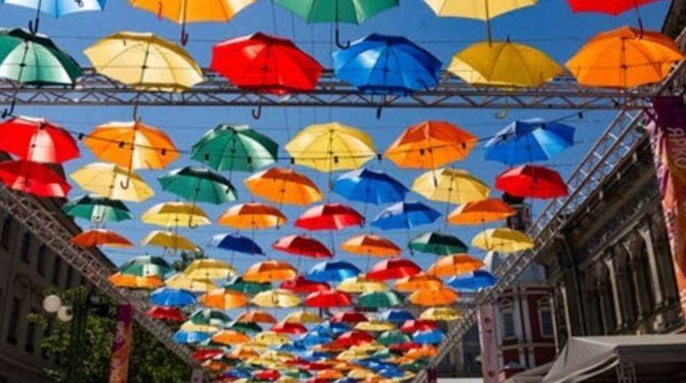 «Парящие зонтики» закроют проезд для петербургских автолюбителей