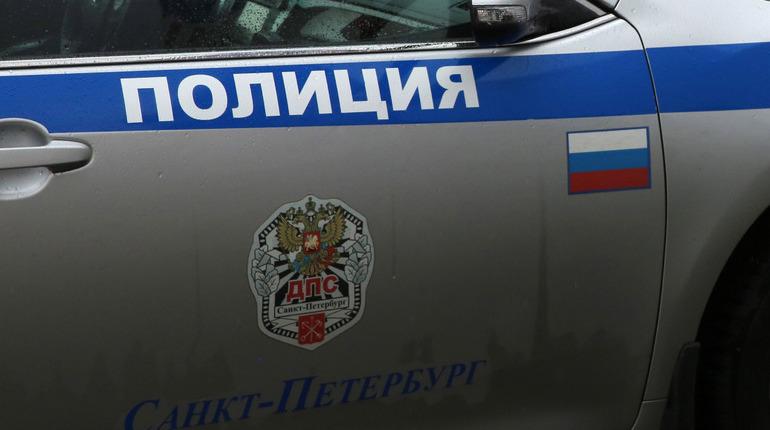 Автоворы наехали на полицейского в попытке уйти от преследования в Петербурге