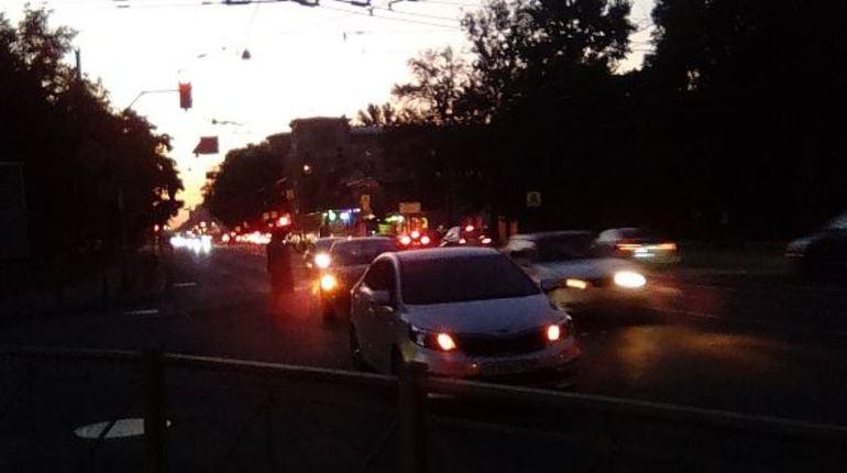 Еще одна аварии произошла в Северной столице в понедельник. В Выборгском районе в темноте не удалось разъехаться «Опелю» и «Лифану». В позднее время участники ДТП ждут сотрудников ДПС.
