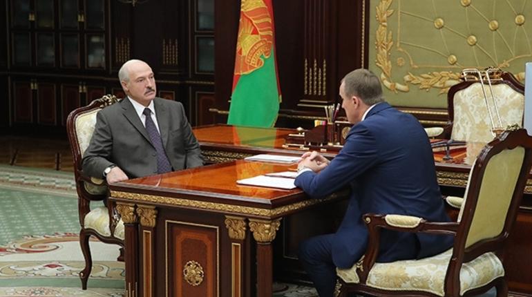 Лукашенко впервые появился на публике после слухов об инсульте