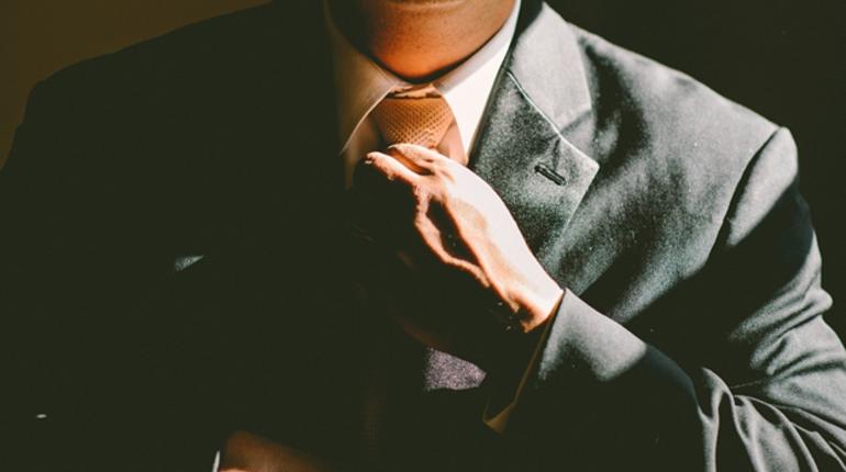 Буйство административного восторга: в ЗакС не пустили начальника госпиталя ветеранов без галстука