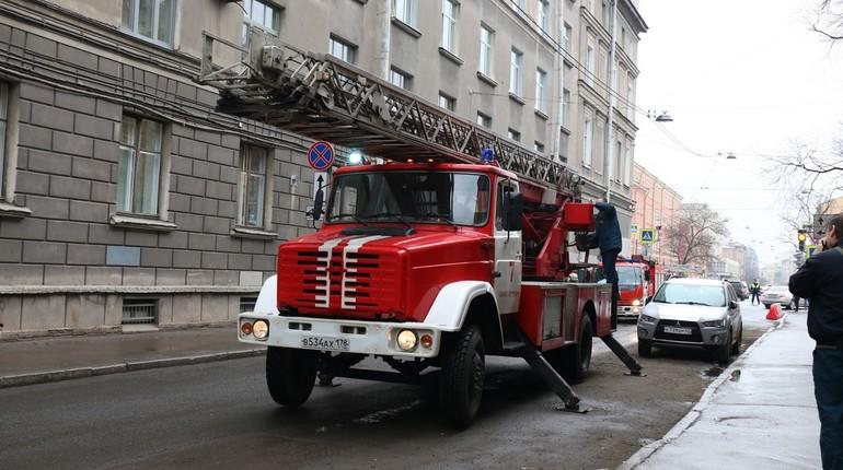 В Московском районе полыхала двухкомнатная квартира
