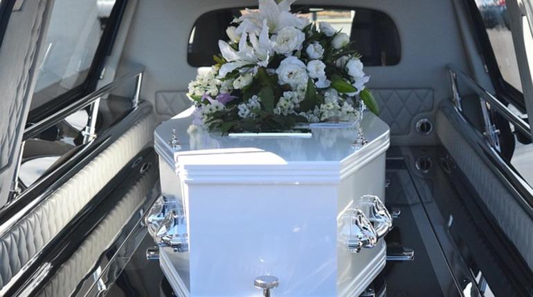 В Китае стали уничтожать гробы и запрещать похороны