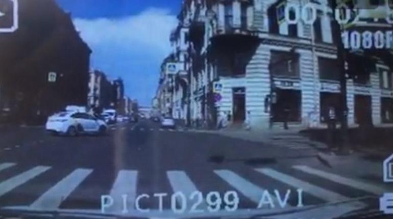 Три девушки пострадали в ДТП в центре Петербурга