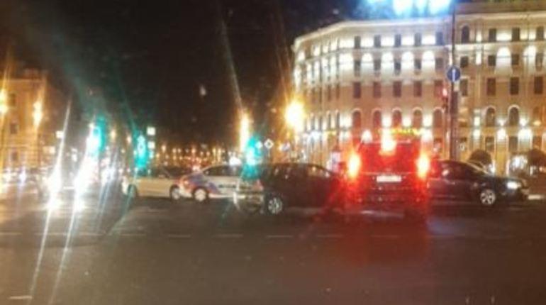 Еще одна ночная авария произошла на площади Восстания