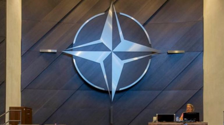 В Албании построят первую авиабазу НАТО, которая будет находиться в городе Кучова. С 1950 по 1990 год этот город назывался Сталин.