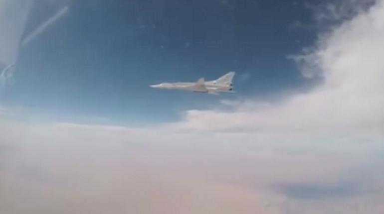 Минобороны сообщило онанесении авиаудара пообъектамИГ врайоне Абу-Камаля