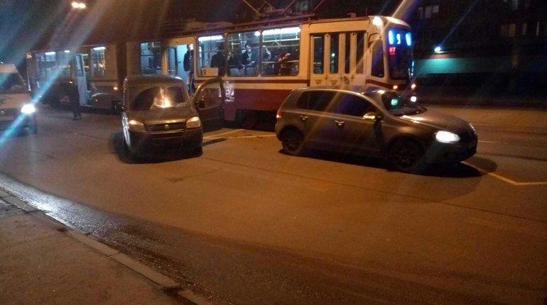 «Пьяный» Fiat стукнул Volkswagen на севере Петербурга
